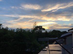 梅雨明けした日の夕空